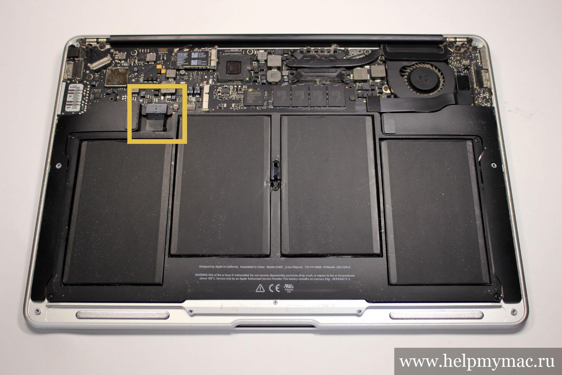 Отключаем аккумуляторную батарею от материнской платы MacBook Air